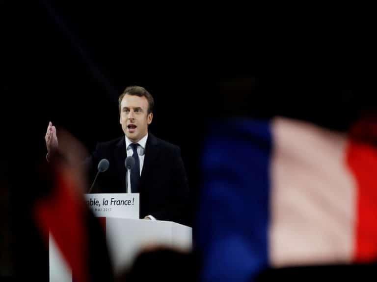 Macron : une affaire de « verticalité assumée »