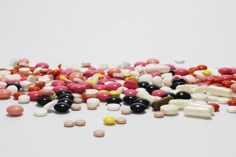 Médicaments sans ordonnance et compléments alimentaires : pourquoi faut-il être sur ses gardes ?
