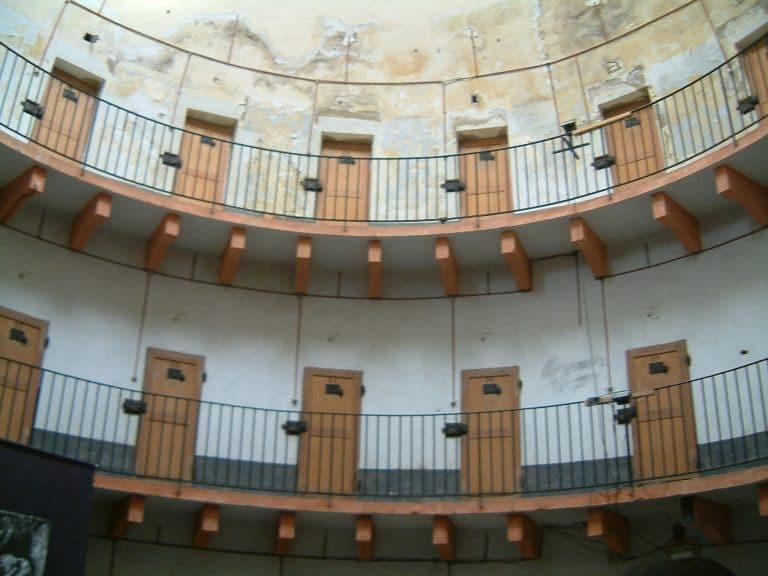 Algériens, Marocains, Tunisiens et Roumains : le quarté de tête des nationalités étrangères les plus représentées en prison