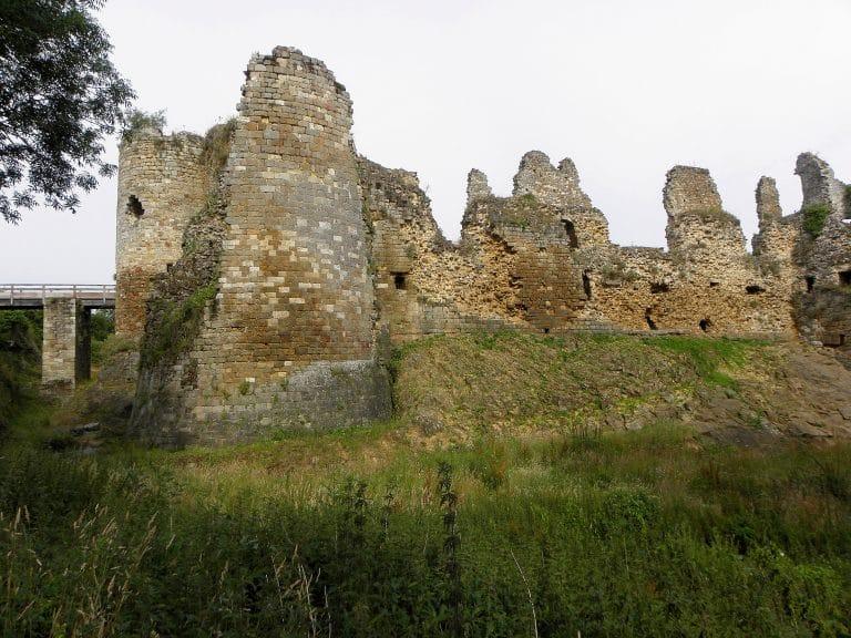 Les Châteaux du Pays de Dinan : Le château du Guildo et la défense de l'Arguenon
