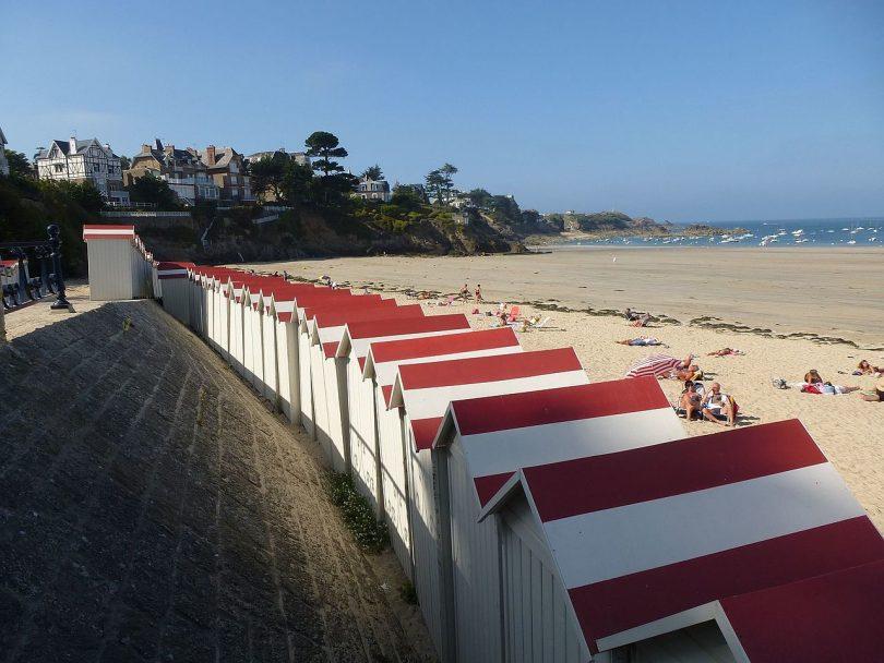 La_plage_de_saint_lunaire_-_panoramio_(1)