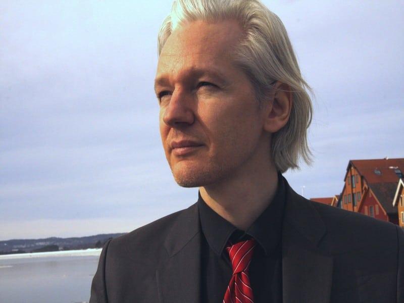 Mandat d'arrêt maintenu contre Julian Assange,