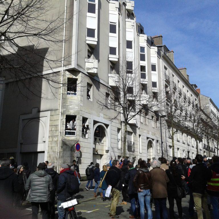 Nantes. Surpopulation, vols et tensions inter-ethniques : plongée dans le squat Bréa [Photos et témoignages]