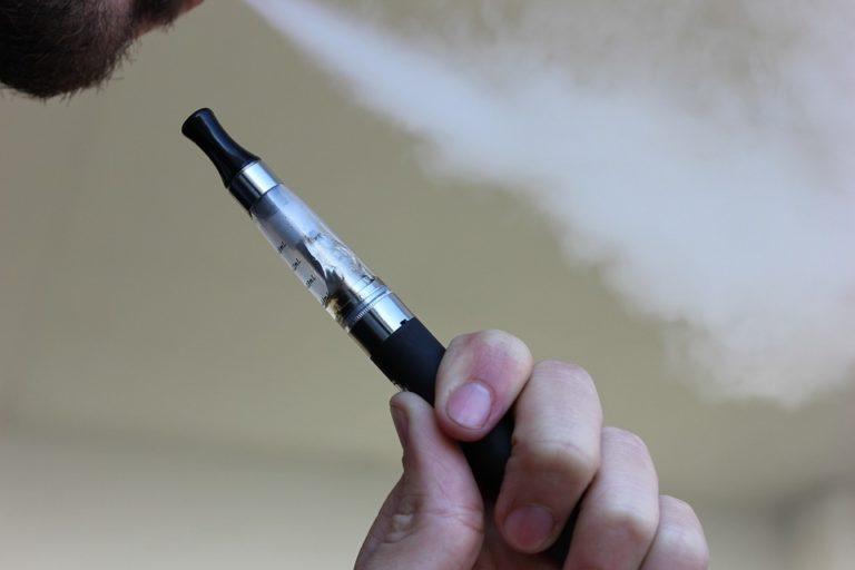 Cigarettes électroniques : l'OMS confirme leur nocivité, même pour les non-utilisateurs