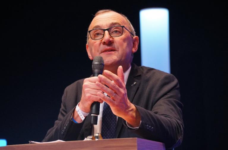 Gilles Pennelle (RN) : « Arrêtez l'implantation forcée d'immigrés dans les communes bretonnes ! »