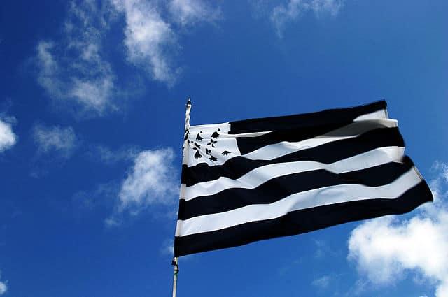 Emoji drapeau breton : objectif atteint pour le financement, et maintenant ? [Vidéo]