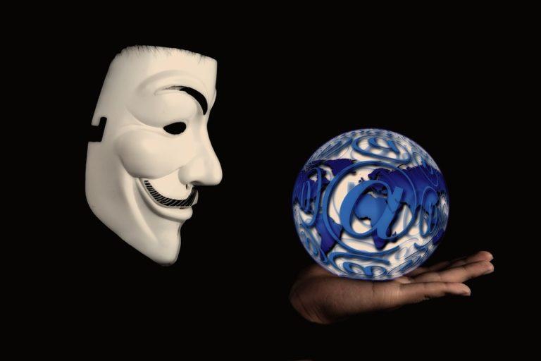 Google, Facebook : vers l'obligation de partage de données avec la police ?