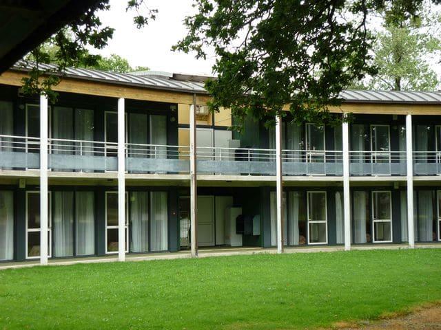 Institut-de-Locarn-Lhébergement-côté-Est2