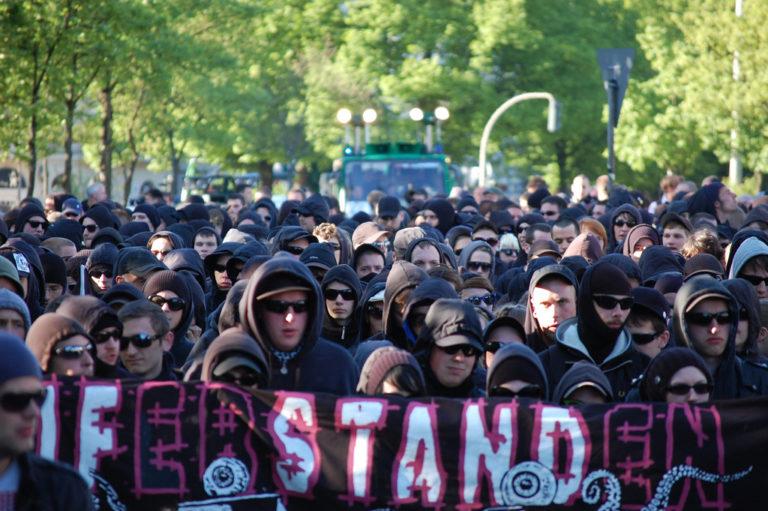Allemagne. Contre l'AfD, un guide de voyage antifa pour émeutiers ! [Vidéo]
