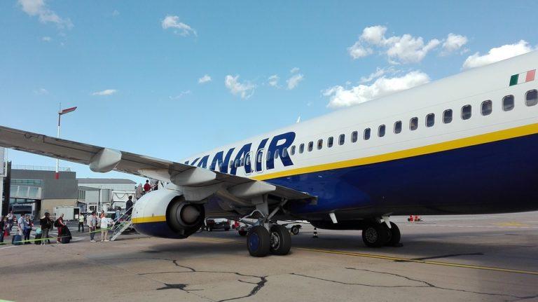Covid-19. Les compagnies aériennes à l'arrêt, Ryanair annonce la suppression de 3 000 emplois