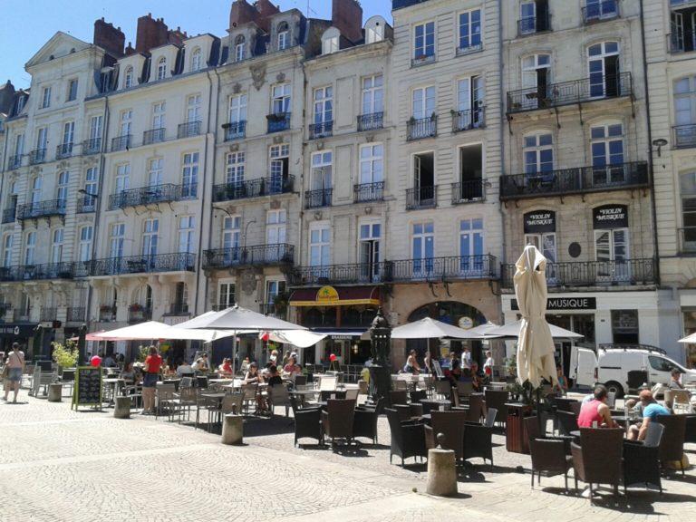 Nantes. Des commerces réouvrent, pas les marchés