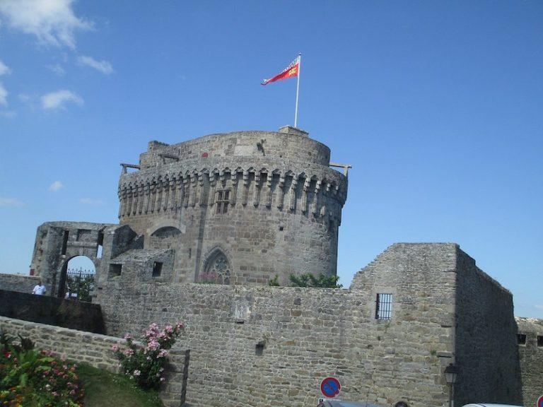 Ça bouge au château de Dinan pour les journées nationales de l'archéologie !