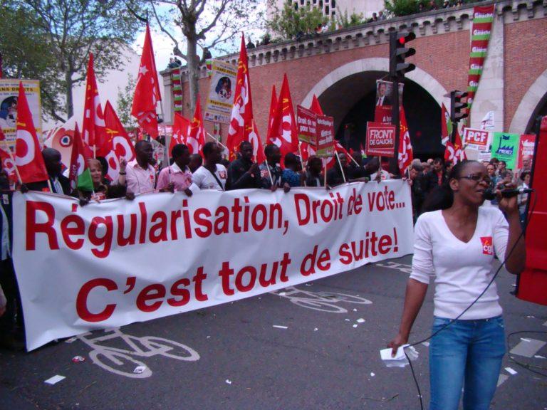 Manifestations de travailleurs clandestins à Morlaix. « Pour la CGT , les étrangers avant nos ouvriers! » clame le RN
