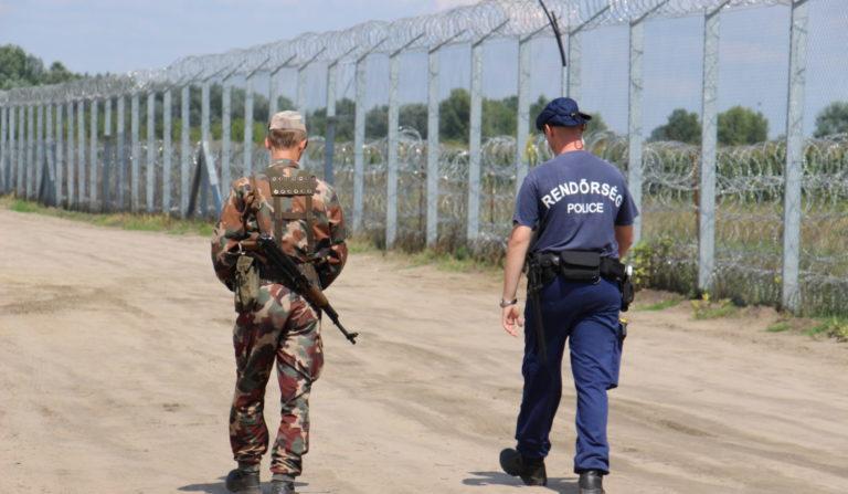 « Stop Soros » : Pour endiguer l'aide aux migrants, la Hongrie frappe fort