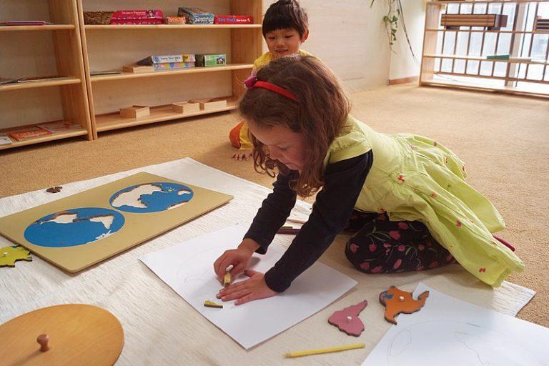 Montessori : des écoles inaccessibles aux plus modestes ?