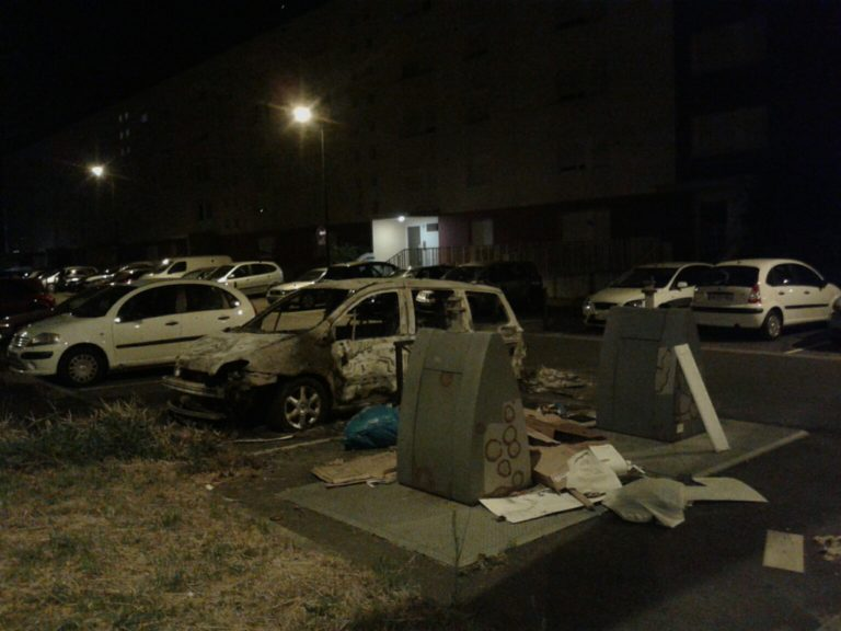 Émeutes à Nantes : trois caméras sciées, sept antifas arrêtés et quatre voitures brûlées dimanche