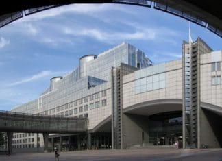 Passerelle_circulaire_au_Parlement_Européen_-_Bruxelles_-_panoramio