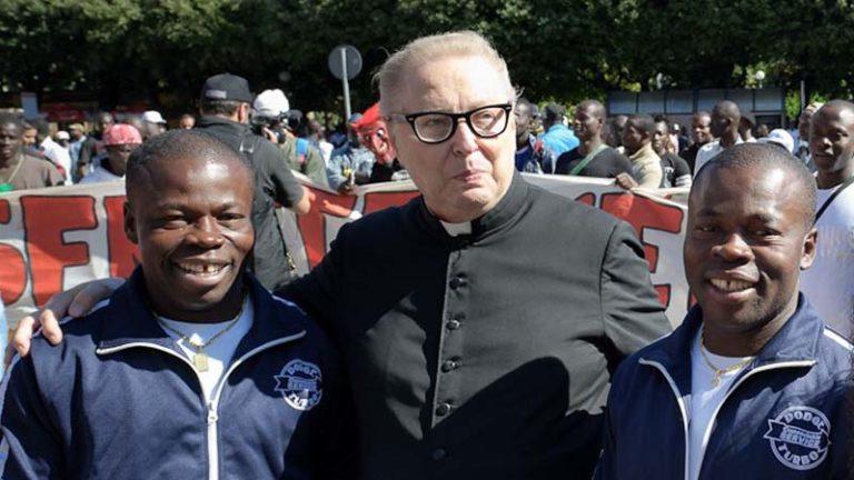 Un évêque prêt à transformer les églises en mosquées pour aider les migrants en Italie