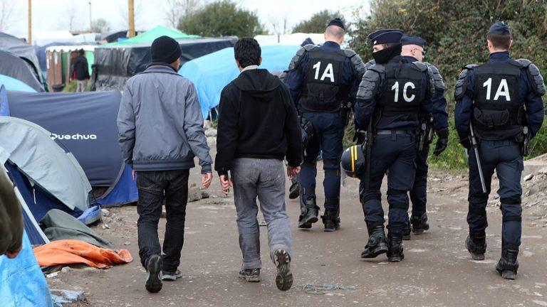 Calais : les migrants agressent, l'extrême gauche manipule