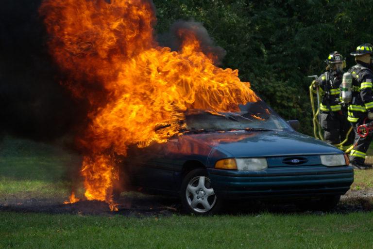 Plus de 100 voitures brûlées en Suède, des gangs ethniques suspectés [Vidéos]