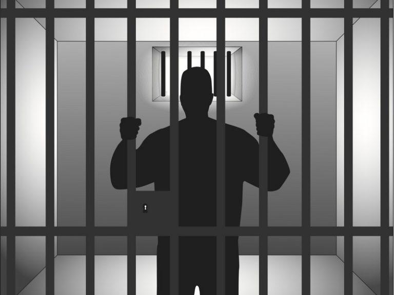 Sous l'emprise d'un détenu algérien, la surveillante de prison se convertit à l'islam