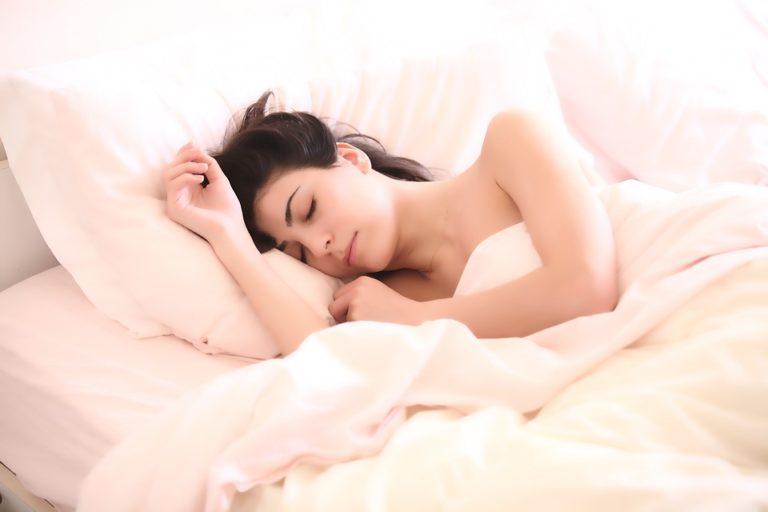 Désynchronisation du sommeil au sein des couples : des différences selon la situation sociale