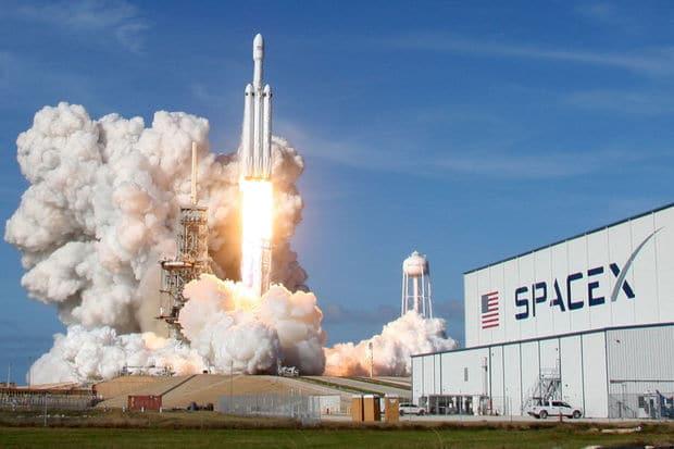 Les nouvelles de l'espace : eau sur la lune, astéroïde Bennu et Elon Musk