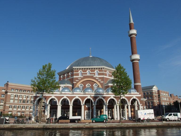 Pays-Bas. Le parti islamique DENK séduit de plus en plus ! [Vidéo]