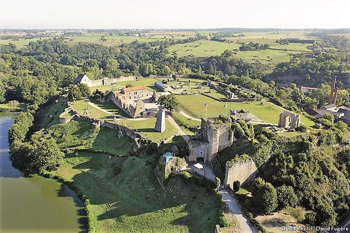 Reconstitution médiévale: adoubement d'un chevalier en 1367 les 29 et 30 septembre à Tiffauges