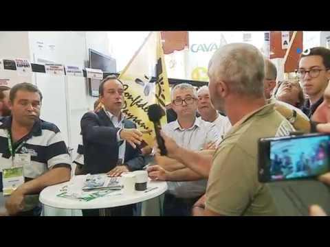 Des éleveurs laitiers demandent des comptes à Sodiaal sur son stand au Space [Vidéo]