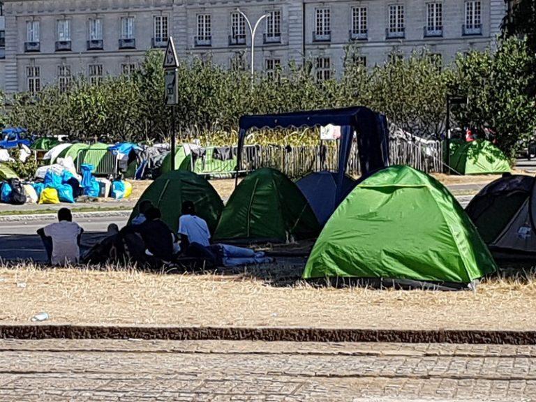 Nantes : le camp de migrants square Daviais renvoie Johanna Rolland et Nicole Klein à leur incompétence