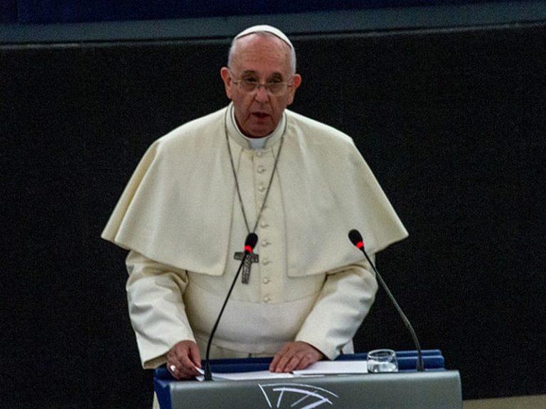 Le pape François fait triompher sa ligne politique pro-migrants au sein du Vatican