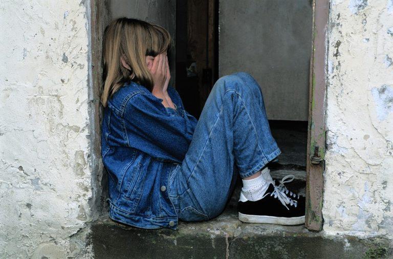 Une enfant de 13 ans veut lui apprendre l'allemand : le migrant la viole !