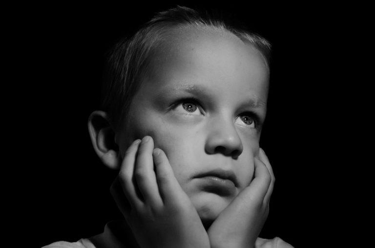 Santé mentale des enfants en période de confinement : le logement et la situation sociale de la famille décisifs