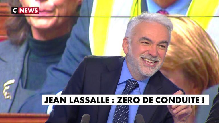 Gilets jaunes : Jean Lassalle revient sur son geste à l'Assemblée nationale dans l'heure des pros [Vidéo]