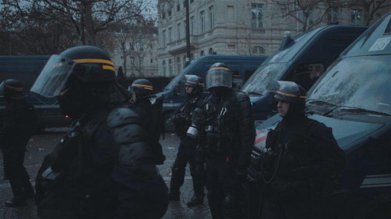 Young Wolves : un clip cinéma sur les émeutes du 1er décembre à Paris [Vidéo]