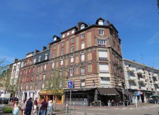 800px-Immeuble,_2-8_place_des_Emmurées