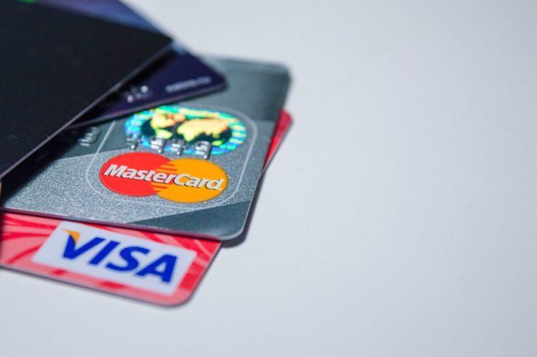 Effet Gilets jaunes : pas de hausse des frais bancaires en 2019 ?