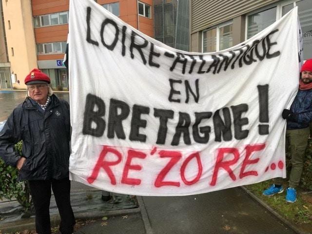 Réunification de la Bretagne. Des Bonnets rouges refont la façade des locaux professionnels de la présidente des Pays de la Loire