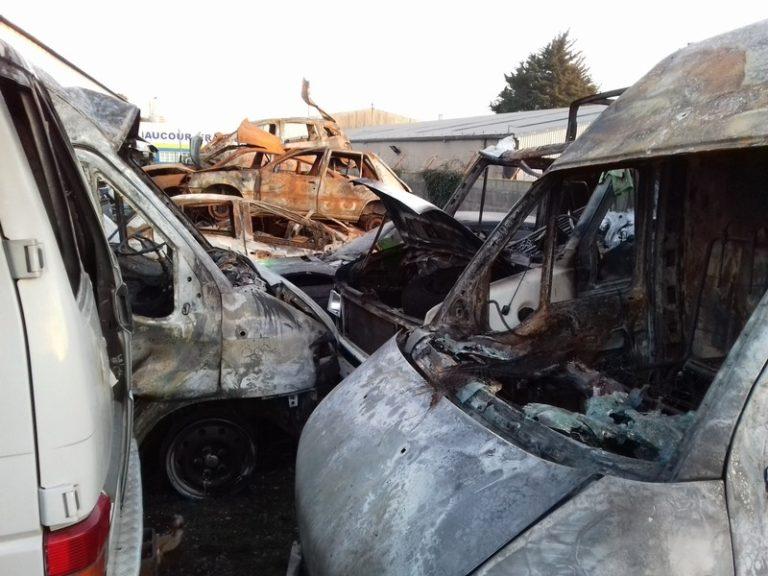 Voitures brûlées, pompiers agressés : un réveillon pas si tranquille que ça…
