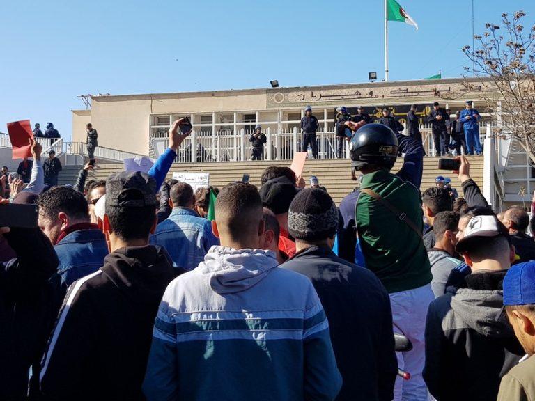 Algérie: révolte spontanée ou déstabilisation préméditée et organisée ?  [L'Agora]