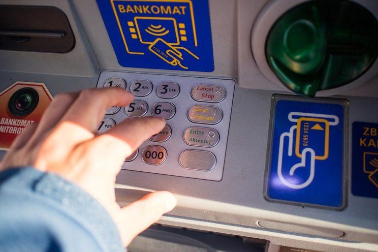 « Jackpotting » : des pirates dans vos distributeurs de billets ?