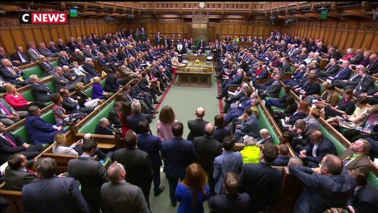 Brexit : les députés britanniques votent contre toutes les solutions alternatives au plan May [Vidéo]