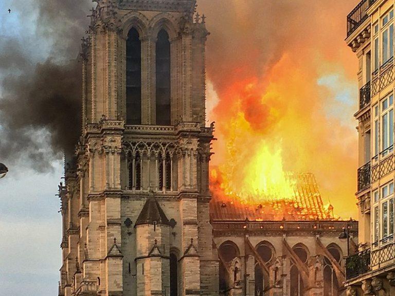« Brennt Paris ? » (Paris brûle-t-il ?) – (L'Agora)