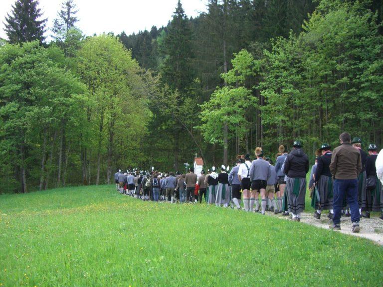 Vous recherchez un guide des chemins de pèlerinage à travers le monde ? C'est ici…