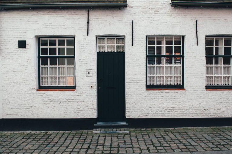 Sécurité du domicile. Changer la porte d'entrée ou bien la renforcer ?