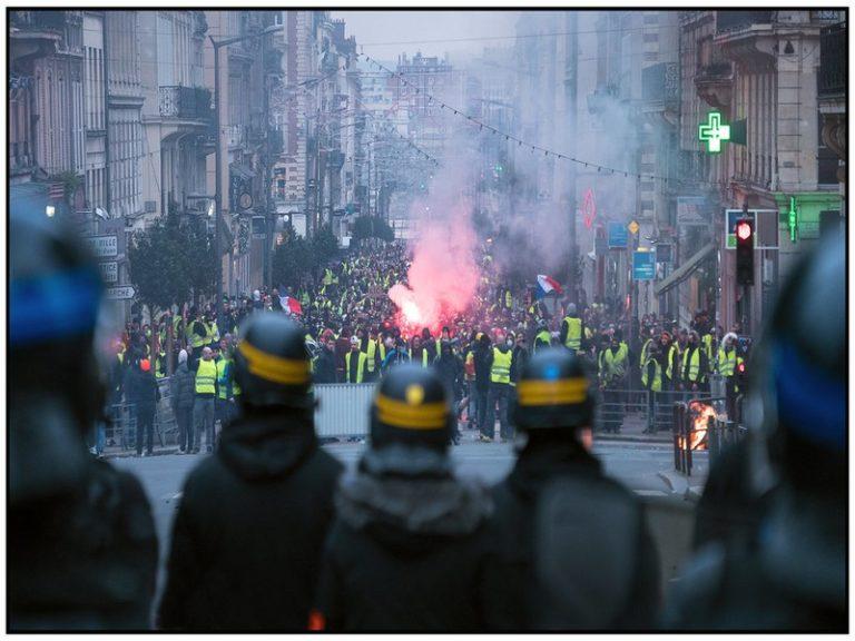 « Suicidez-vous » : le terrible slogan anti-policiers scandé par quelques manifestants