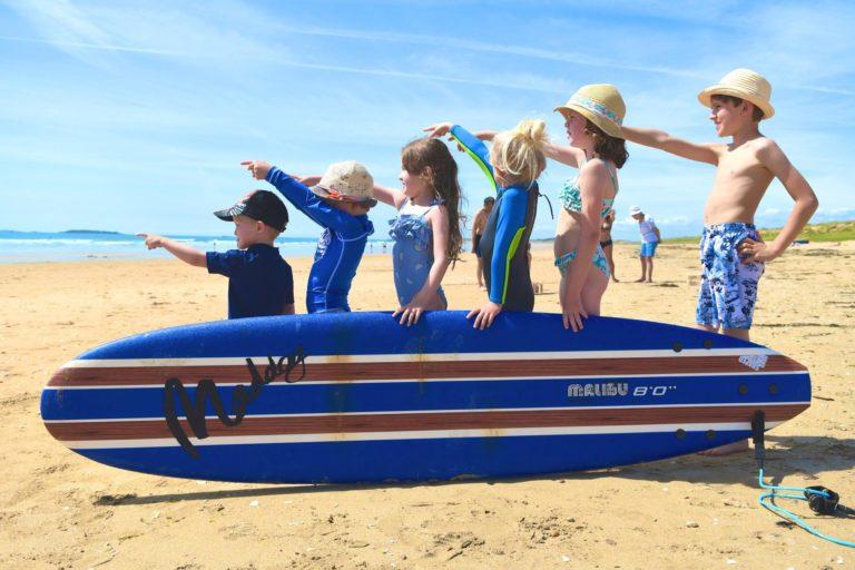 Surf dans le Morbihan. Une association pour surfer tout en faisant garder ses enfants !