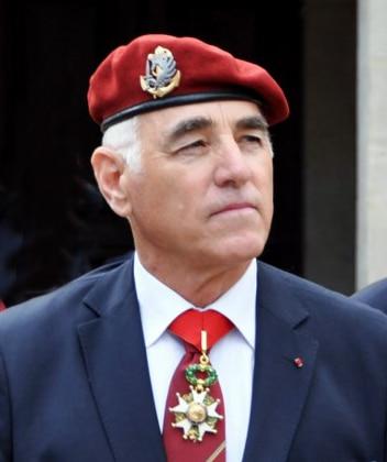Union Nationale des Parachutistes : hommes d'honneur, présidents soumis Le-Général-Patrice-Caille