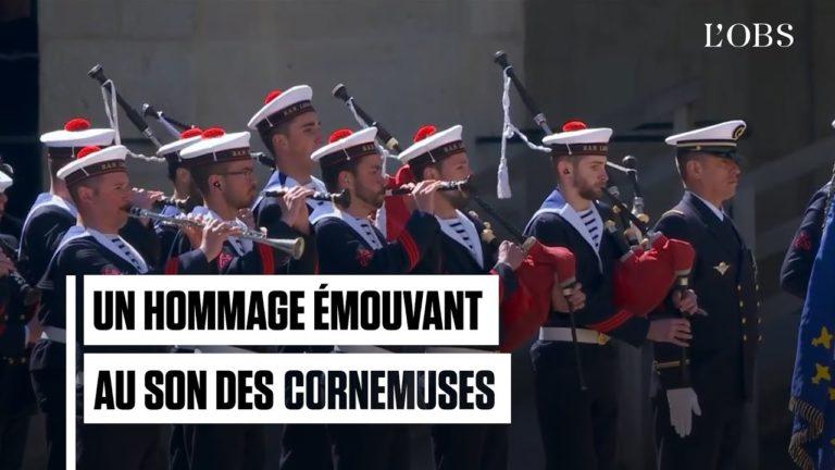 Le bagad de Lann-Bihoué rend hommage aux soldats Cédric de Pierrepont et Alain Bertoncello [Vidéo]